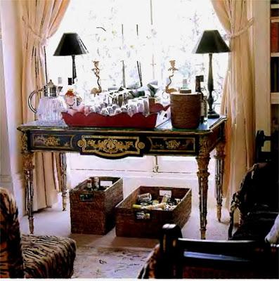 antique-table-room-decorating-ideas-580x585