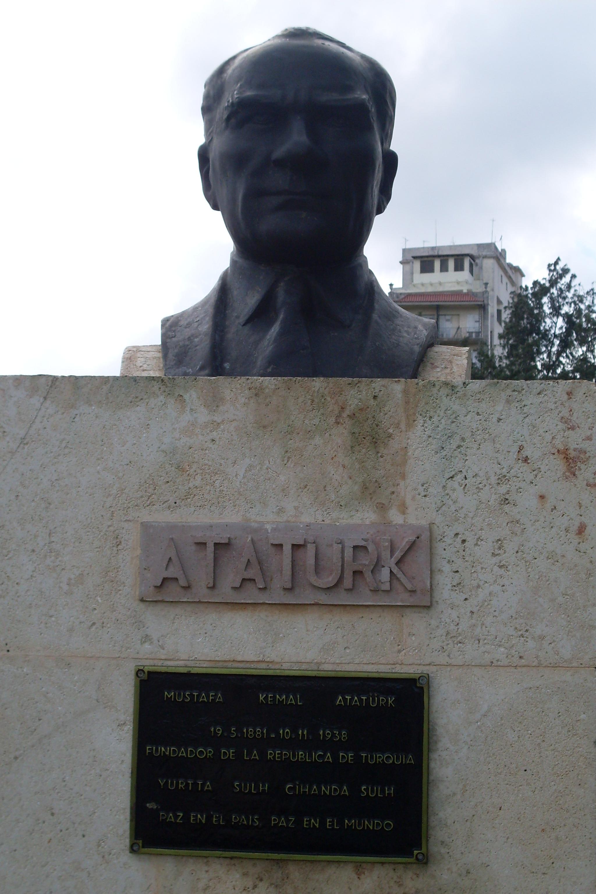 küba atatürk heykeli