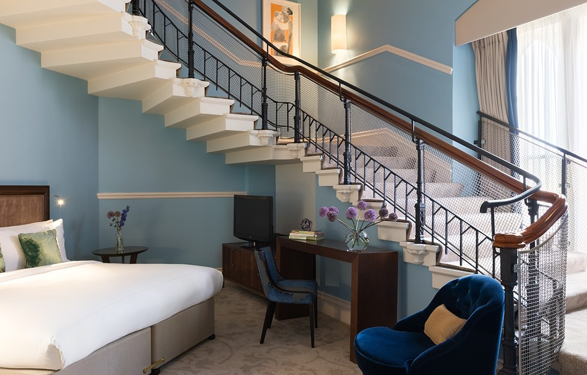 rh_lonpr_grand_staircase_suite_